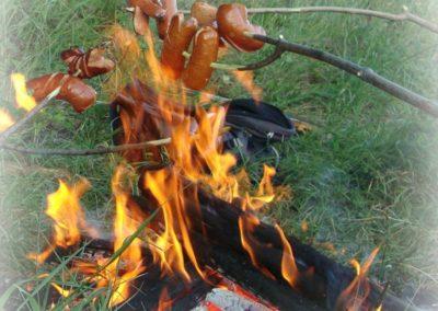 saucisses au feu de bois